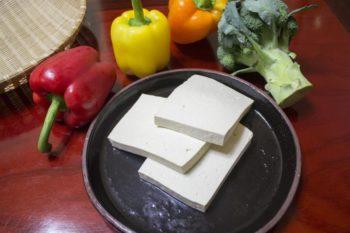 Zwei Wege zum Tofu: Bittersalz und Gips im Vergleich