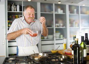 Der Artikel berichtet über praktische Küchenhelfer für den modernen Koch.
