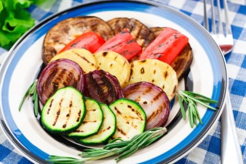 Der Artikel gibt Tipps für ein veganisches Barbecue.